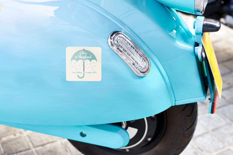 Sticker dán xe